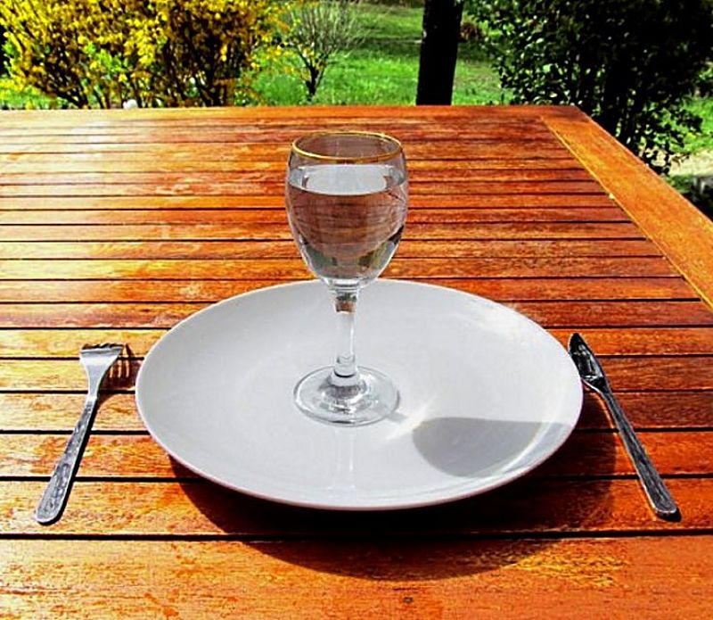 Intermittent fasting is becoming very popular as a simple way to reduce daily calorie intake.