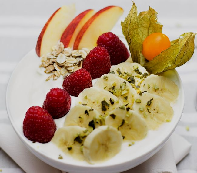 Small portions of fruit are a better way to overcome hunger pangs than carbohydrate snacks