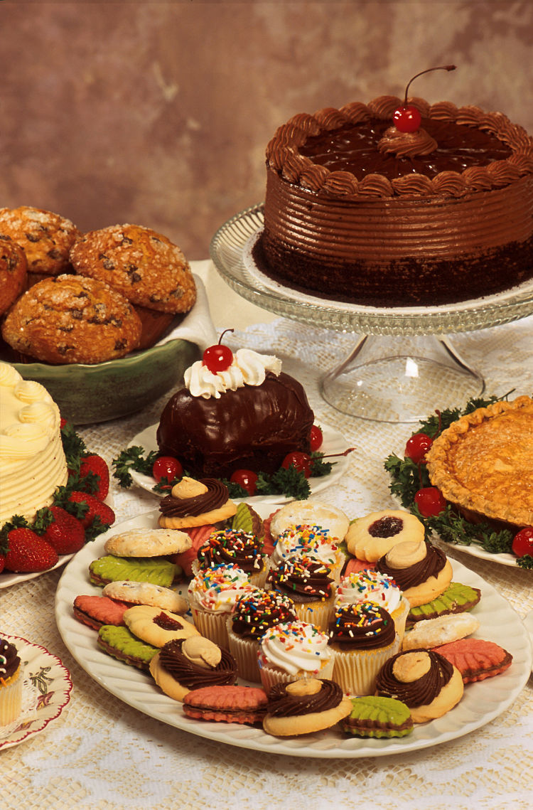 Cakes, biscuits, desserts and other foods rich in carbohydrates are banned for the No Carbs After 5 PM Diet
