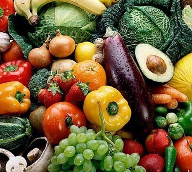 Many fresh vegetables have low calorie density and are rich in fiber. They provide low calorie bulk in the diet that helps weight control